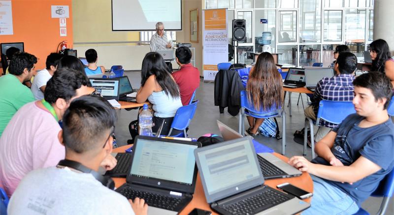 Estudiantes de carreras de ingeniería se capacitaron en uso de la base de datos IEEE Xplora