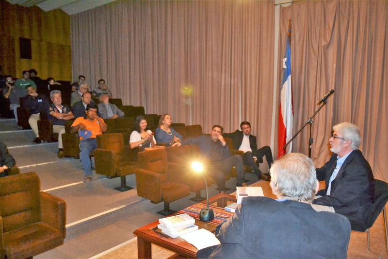 """Lanzamiento de libro del Dr. Jorge Lagos """"SEMIOLOGÍAS EN/DESDE EL DESIERTO"""" se realizó en Sala Cente"""